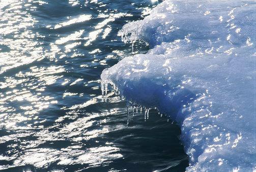 Pavojai ant pavasarinio ledo