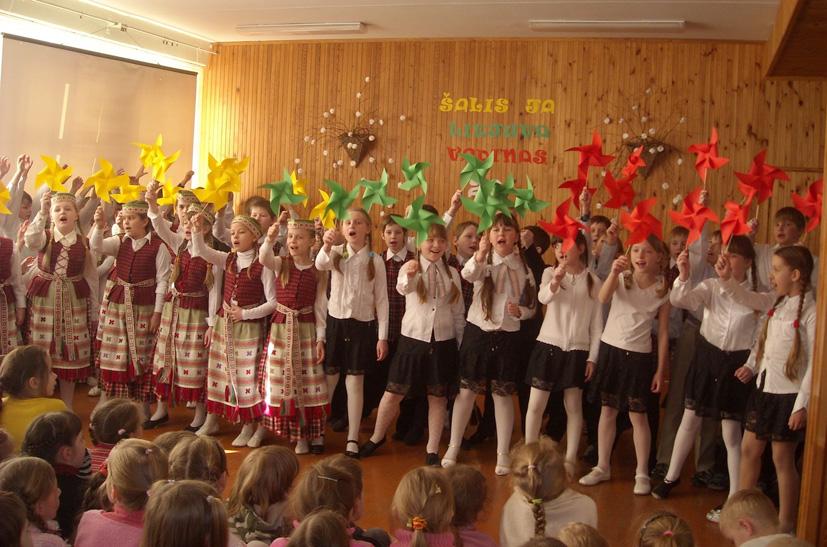 Kovo 11-osios šventė Elektrėnų pradinėje mokykloje