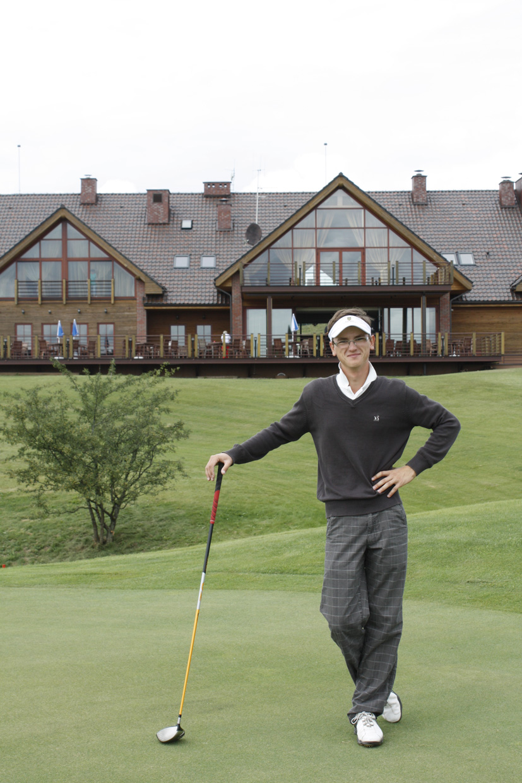 A. Kauną tėviškėn grąžina golfas