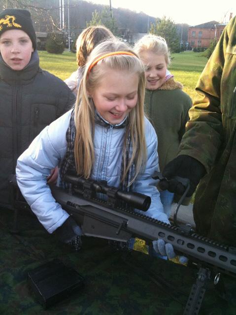Elektrėnų pradinės mokyklos ketvirtokai paminėjo Lietuvos kariuomenės dieną