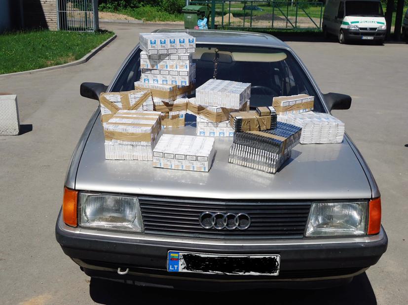 Siūlė kyšį, kad išvengtų atsakomybės už kontrabandinių cigarečių gabenimą