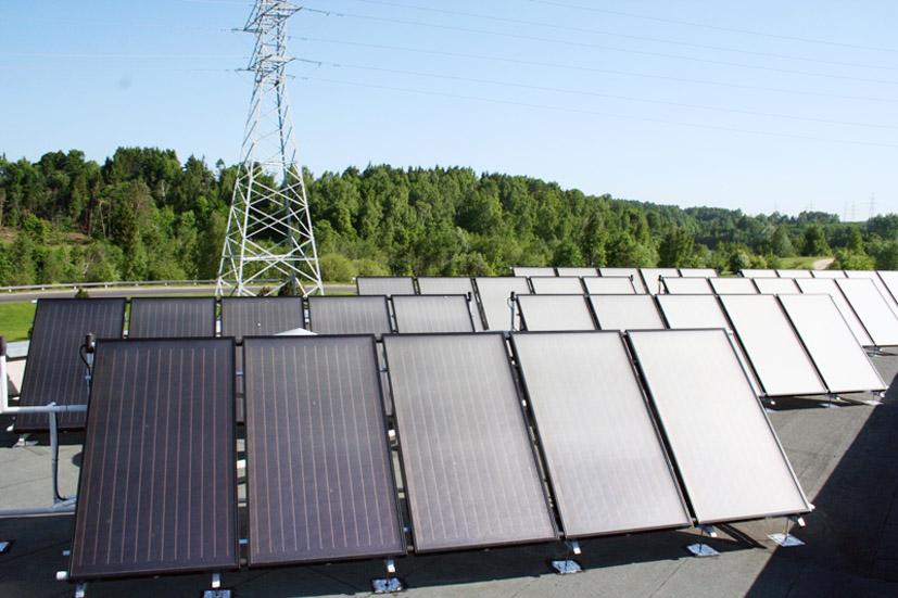 """""""Lietuvos energija"""" pradėjo eksploatuoti didžiausią saulės energijos panaudojimo sistemą Lietuvoje"""