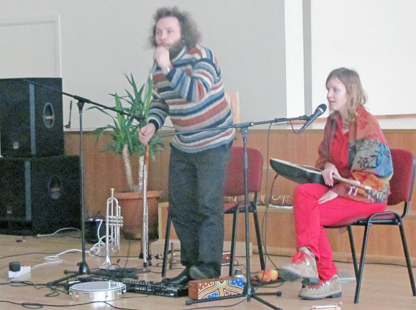 """""""Ąžuolyną"""" aplankė muzika ir poezija"""