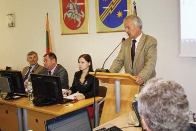 Savivaldybės tarybos posėdyje, Beveidžiai politikai