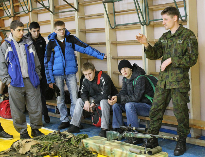 Mokykloje vyko draugiškos futbolo rungtynės su kariūnais