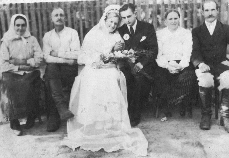 Kaip senoliai vestuves atšokdavo