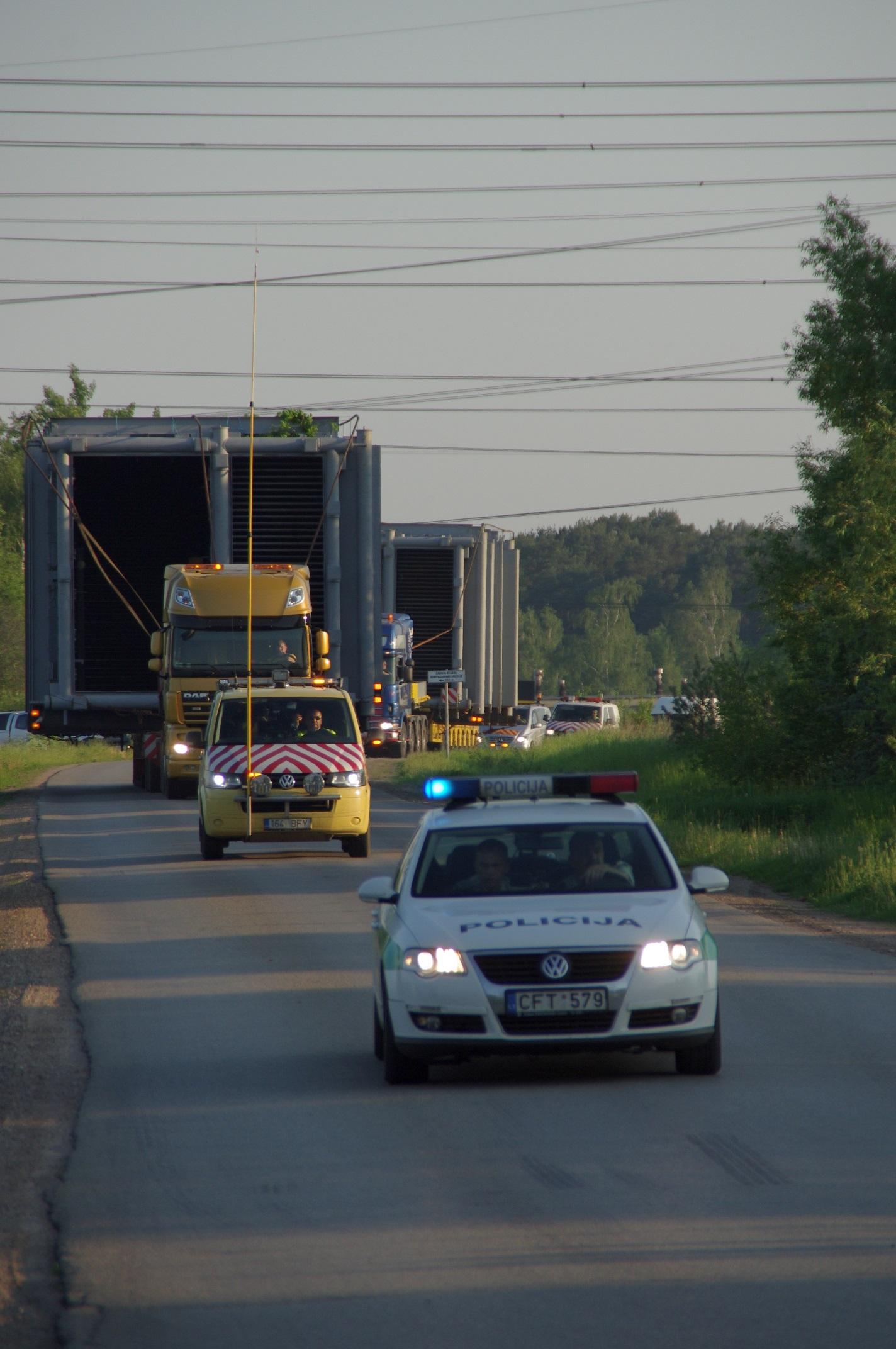 Elektrėnus pasiekė įspūdingo dydžio krovinys – naujai biokuro katilinei skirti katilai