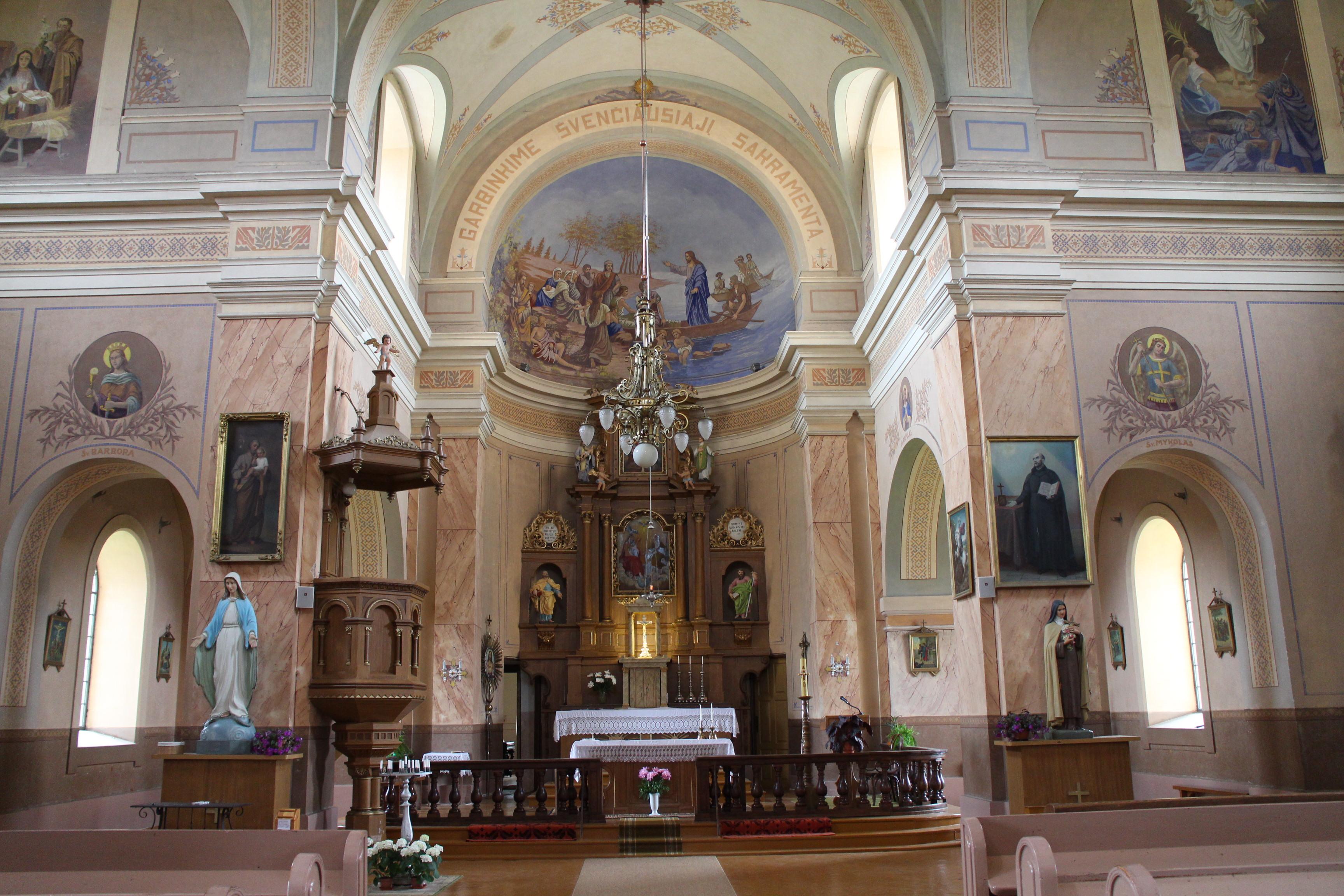 Bažnyčia, vos netapusi sandėliu