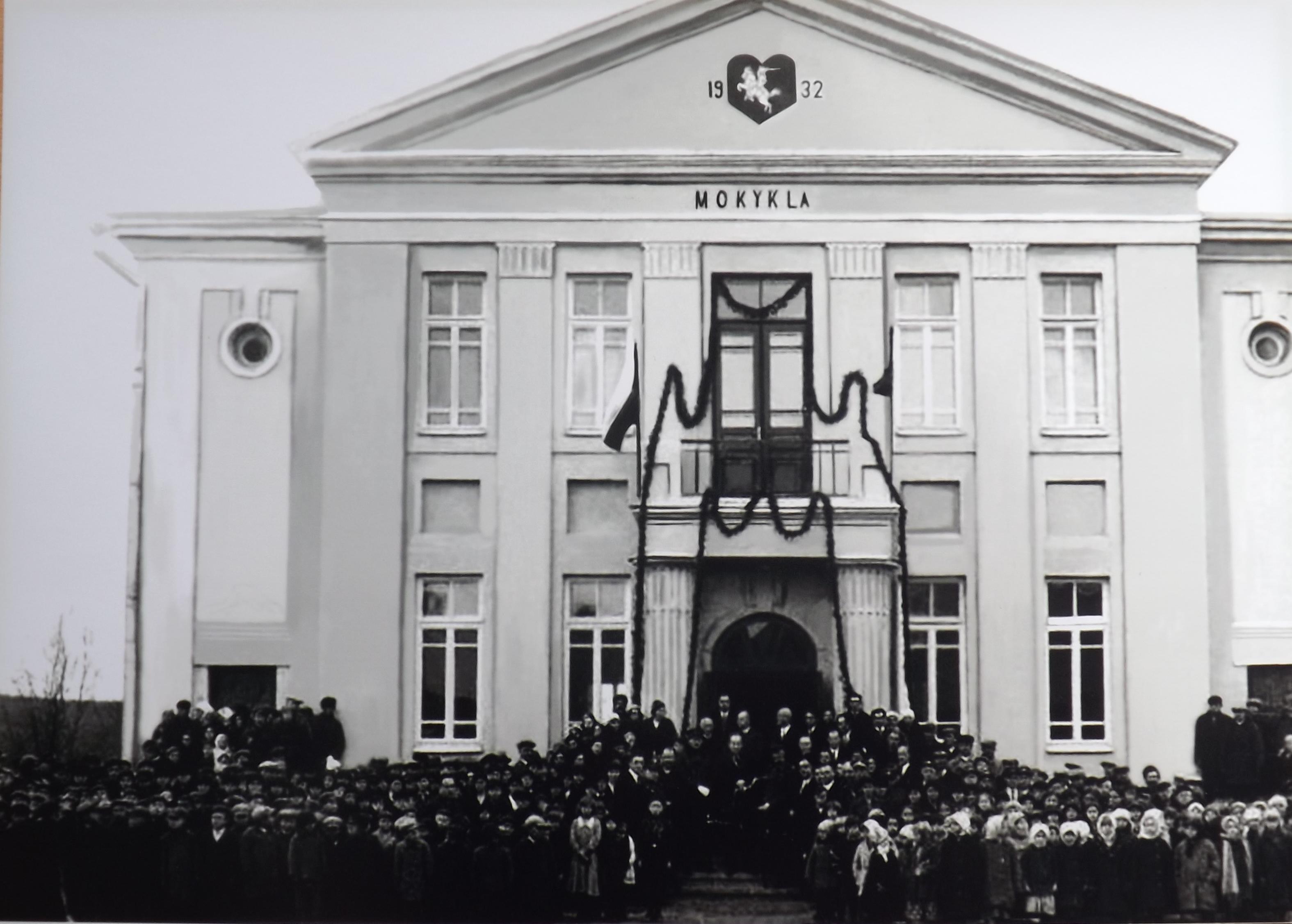Gimnazijos istorija – vienas vertingiausių Semeliškių  etnografinio muziejaus eksponatų