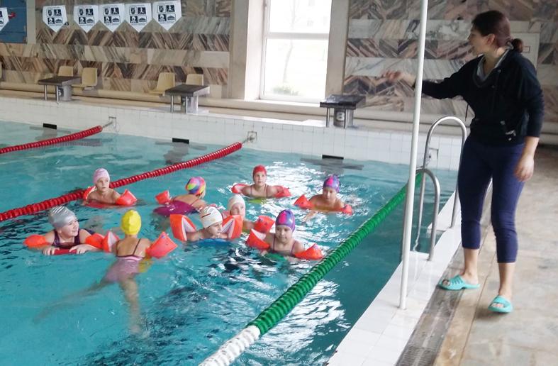 Moksleivių sveikatos stiprinimas mokantis plaukti