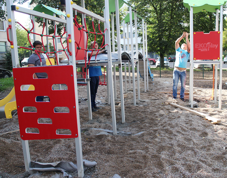 Vaikų žaidimų aikštelės:  vaikų džiaugsmui ar grėsmė saugumui
