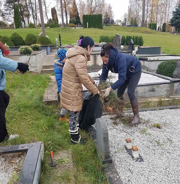 Mirusiųjų atminimo diena:  naujos mados ir apleistos kapavietės