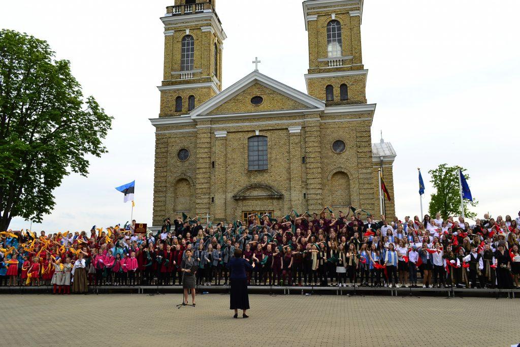 """Chorų festivalis-konkursas """"Mūsų dainose"""":  Vievyje skambėjo vaikų chorų balsai"""