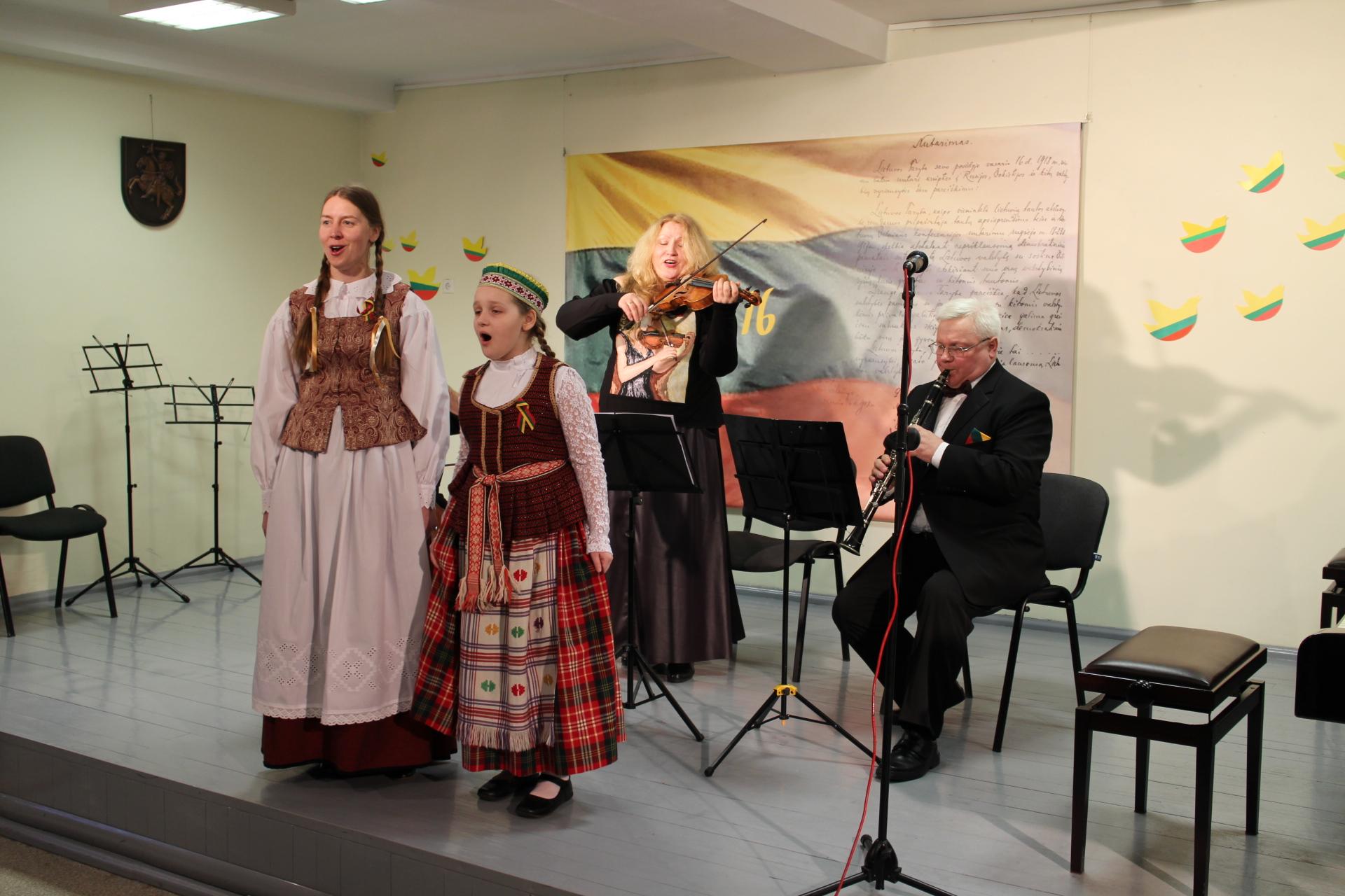 Vasario 16-osios išvakarėse prisiminė Lietuvos kūrėjus
