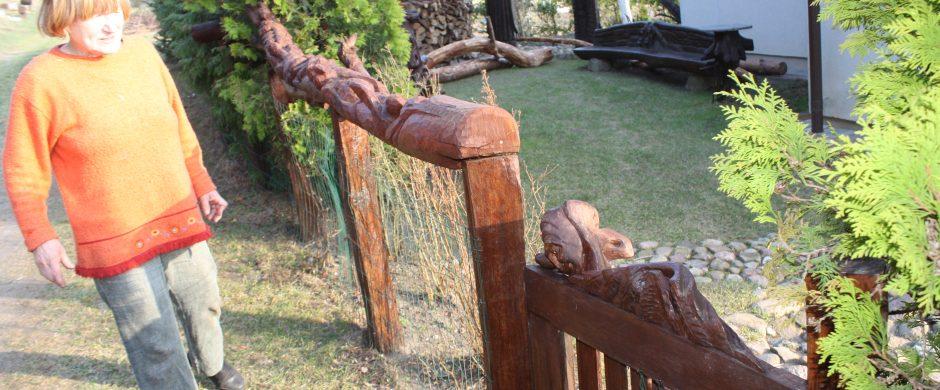 Moters su kirvuku pagauta laimės paukštė – tarp buvusių ir būsimų Lietuvos kūrėjų