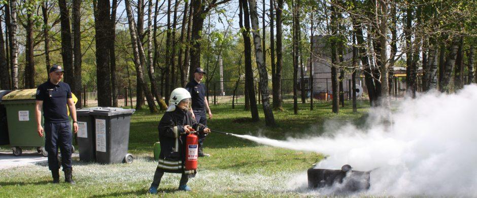 Ugniagesių profesinė šventė: apdovanojimai ir edukacinė veikla