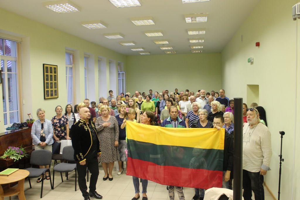 Valstybės diena Semeliškėse vainikuota dainomis ir padėkomis