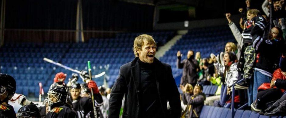 Rekordinį skaičių varžybų su Lietuvos nacionaline ledo ritulio komanda sužaidęs Mindaugas Kieras ledo ritulininko karjerą baigė, bet su ledo rituliu atsisveikinti nežada