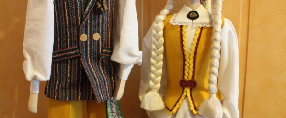 """Fondas """"Švieskime vaikus"""" Lietuvos vaikų darželių auklėtiniams įteiks šimtmečio dovanas – šiuolaikiškus stilizuotus tautinius kostiumus"""