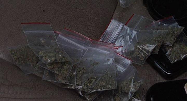 Elektrėnų policijos pareigūnai savaitgalį vėl sulaikė asmenis su narkotinėmis medžiagomis