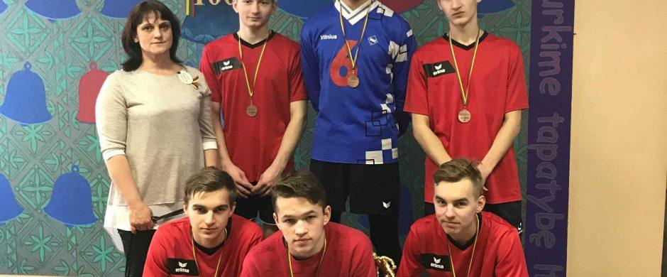 Pirmoji Kazokiškių futbolo komandos taurė