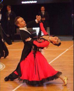 Dovydas Šutinys ir Kamilė Pažėraitė Jaunimo grupėje klasikinių šokių programoje užėmė pirmąja vietą