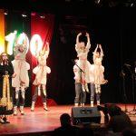 """Dainą """"Raudoni vakarai"""" atlieka Agnė Lukaševičiūtė, šoka tautinių šokių kolektyvas """"Vijūnas"""""""