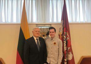 """Prezidentas Valdas Adamkus priėmė """"Z KARTA"""" delegaciją. Susitikime dalyvavo projekto """"Z KARTA"""" vadovas Lukas Paškevičius"""