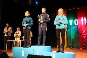1974 m. ir vyresnių grupės nugalėtojos: Liudvika Tichonova iš Trakų (I vieta), Galina Jorudienė -stovi ant pirmos vietos pakylos (II vieta) , Vijolė Kaulavičienė (III vieta)