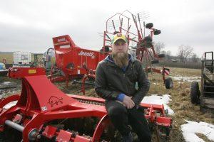 """Gintas Palekas teigė, kad dar šį pavasarį į laukus turėtų išvažiuoti su nauja žemės ūkio technika, kuriai įsigyti pagelbės priemonės """"Parama smulkių ūkio subjektų bendradarbiavimui"""" lėšos."""