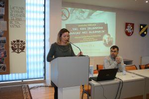 Projektą ir lektorių K. Dvarecką pristato Saviraiškos erdvės vyriausioji bibliotekininkė, projekto koordinatorė Renata Monkevič