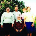 Mamos Marijonos 90-metis. Stovi dukra Ieva, Bolius su žmona Lione ir dukra Ona