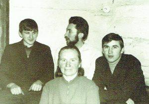 Paskutinė mamos nuotrauka su sūnumis Vytautu, Pranu ir Edmundu per 1970 m. Kalėdas