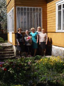 Pirma iš kairės Semeliškių sen. specialistė Ona Danilkevičienė, jubiliatė Janina Bukinienė, seniūnė Loreta Karalevičienė, specialistė Rita Buividavičienė, socialinio darbo organizatorė Vida Kazlauskienė