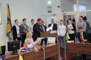 Prieš tarybą išsirikiavo Ledo ritulio Lietuvos jaunimo (iki 18 m.) rinktinės atstovai, Dariaus Kasparaičio ledo ritulio mokyklos auklėtiniai, Pasaulio čempionate laimėję sidabro medalius