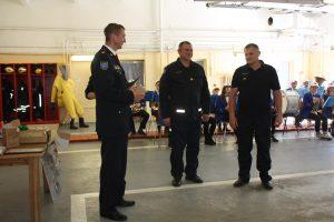 Už puikų darbą bei pagalbą organizuojant šventę ugniagesiams - gelbėtojams Rimui Ramaneckui ir Vaclovui Klerauskui dėkoja K. Agintas