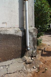 Taip nuskeltas Draugystės g. 4 pamatų kampo betonas