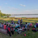 Gausiai susibūrę prie Vievio ežero vieviškiai nuogąstavo dėl ežero pakrančių ateities