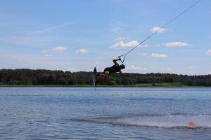 Perspektyvus vandenlentininkas, čempionas iki 16 m. Danielius Kriščiūnas gali sportuoti savo mieste. Elektrėniškis yra laimėjęs 1 vietą Lietuvos wake čempionate