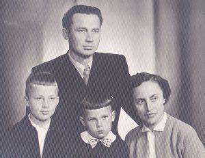 Mykolas ir Irena Valiušiai su sūnumis Rimvydu ir Viktoru