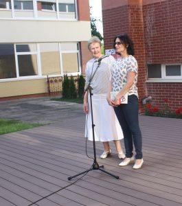 Dovanomis apsikeitė muziejaus direktorė J. Chmieliauskienė ir vertėja A. Lapinskienė