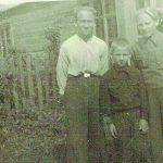 Broliai Česlovas, Justinas ir Zenonas Rinkevičiai po karo Šimkuose