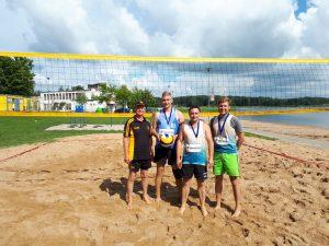Sidabro medalių laimėtoja - Visagino komanda su vyr. teisėju A. Šugajevu