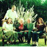 Su vaikais: sėdi dukra Eglė, Aldona ir Justinas Rinkevičiai, dukra Meilė, už jų – sūnus Gintaras