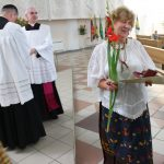 Bažnyčios tarnautoja Janina Piraškevičienė, visada išradingai papuošianti bažnyčią ne tik šventėms, bet ir kasdienai