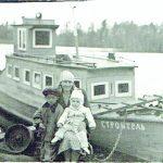 Pakeliui namo. Antanina Palčiauskienė su dukra Rita ir sūnumi Vilmandu