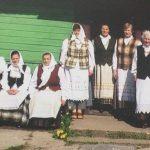"""""""Vuolastos"""" moterys prie Pinelių sodybos 2008 m."""