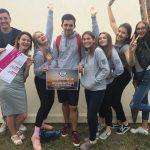 """Elektrėnų jaunimas su savanore Rasa Bauzevičiūte (pirma iš kairės) kviečia Varėnos jaunimą į renginį """"Muzika garsiau"""""""