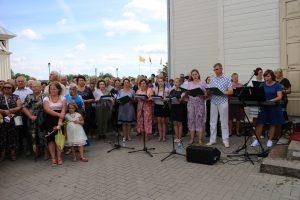 Roko atlaiduose giedojo vietinis – Semeliškių bažnyčios – choras