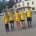 Vievyje prie bėgikų prisijungė Arnas Bliujus, Gabrielė Tomkevičiūtė, Miglė Gliaudelytė ir Augustas Šleinius. Antra iš kairės – elektrėniškė Andrė Pranukevičiūtė, bėgime dalyvavusi jau penktąjį kartą.